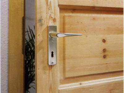 Een deur verven of schilderen