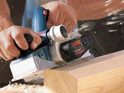 Houtbewerking, schaven met de elekrische schaafmachine