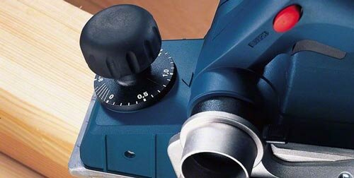 Houtbewerking, schaven met de elekrische schaafmachine, bediening