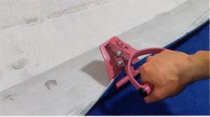 Ondergrond voorbereiden voor tapijt, tapijt verwijderen met tapijtgreep
