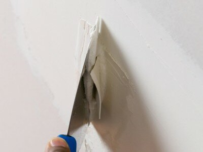 Scheur of gat opvullen in een muur 2