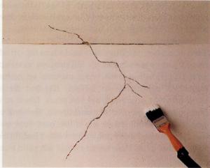 Vocht scheuren muur